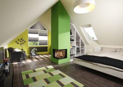 Brunner - Eck-Kamin 51/52/52 in grün im Dachgeschoss