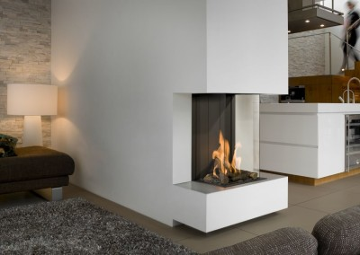 Brunner - Panorama-Kamin Gas 66/32/40/32 Raumteiler, Blick in die offene Küche